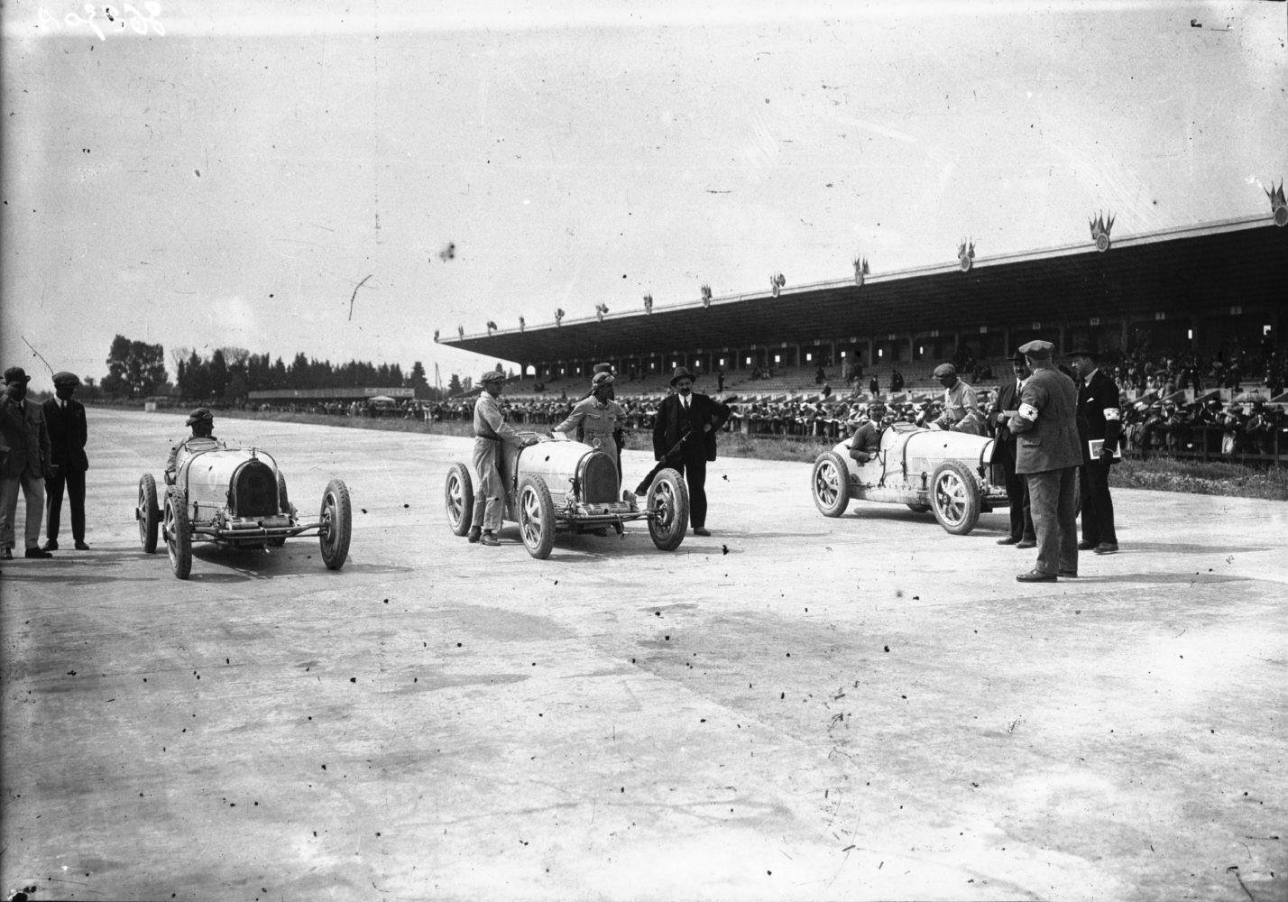 Grid_of_the_1926_French_Grand_Prix