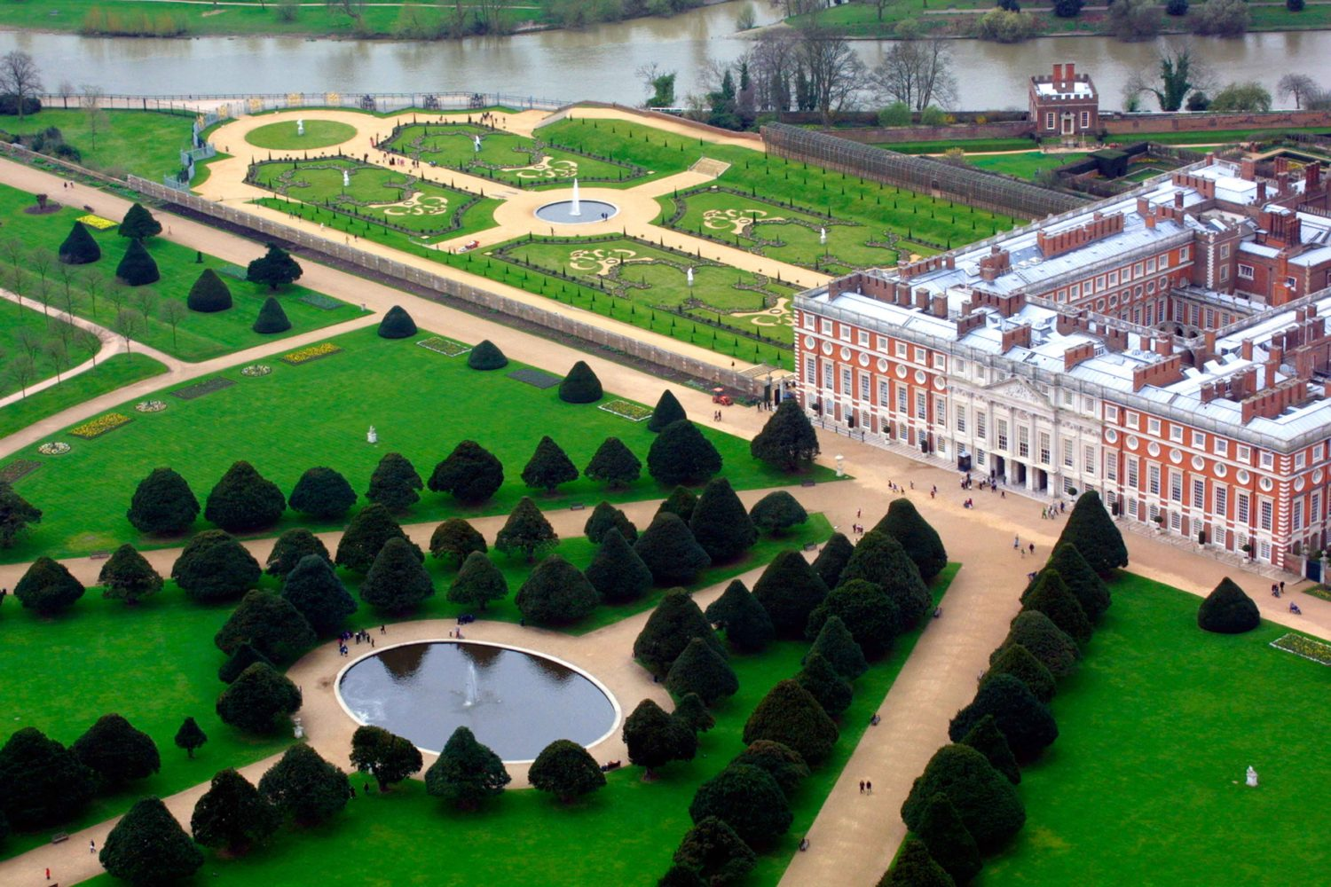 Aerial view of Hampton Court Palace and gardens in Greater London. Image shot 2003. Exact date unknown.