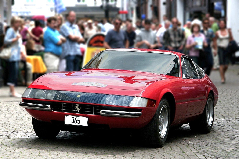 Ferrari_365_GTB_4_Daytona,_Bj._1970_(2007-07-22) 2