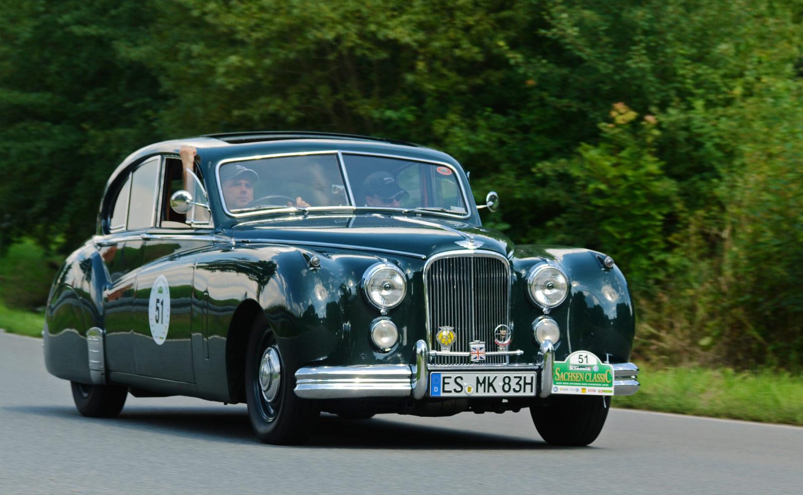 Saxony_Classic_Rallye_2010_-_Jaguar_Mark_VII_1953_(aka)